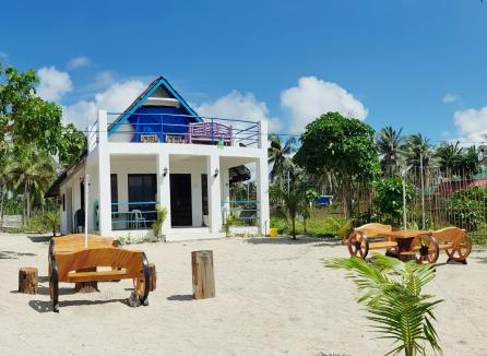 Traditional Filipino Beachfront Villa